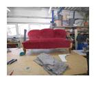 Sofa mit Klapparmlehne